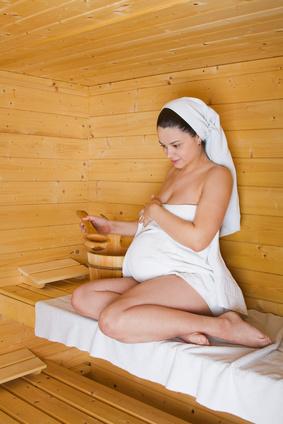 sauna auch f r schwangere ein genuss wellnessbooking der wellness blog. Black Bedroom Furniture Sets. Home Design Ideas